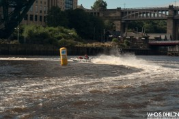Zapcat Powerboat Tyne Bridge